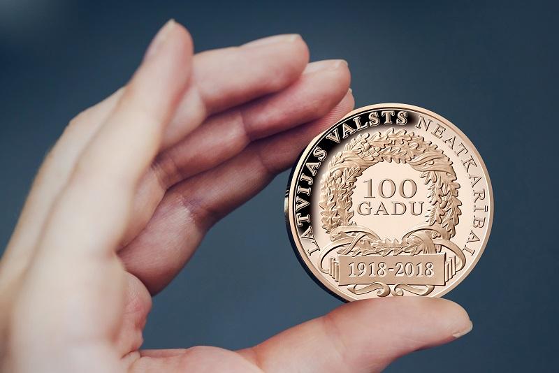 Latvijas Monētu nams par godu Latvijas simtgadei izlaiž īpašu šim notikumam veltītu medaļu